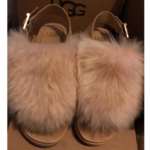 245df088d2c Women ugg Holly sandal color- SOCH size- 6
